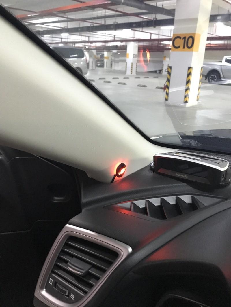 Hệ thống cảnh báo điểm mù được lắp trên cột chữ A (bộ BSM-01) hoặc trên gương (BSM-01M)