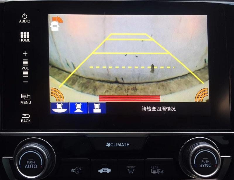 Tín hiệu camera lùi vẫn được giữ nguyên bản theo xe, không hề gây xung đột