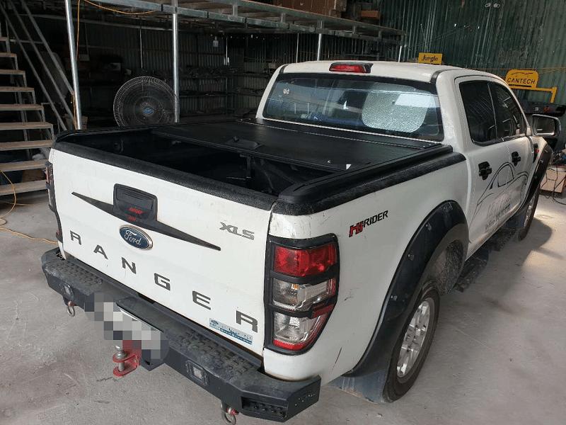 Nắp thùng cuộn loại cứng 1 khối trên Ford Ranger
