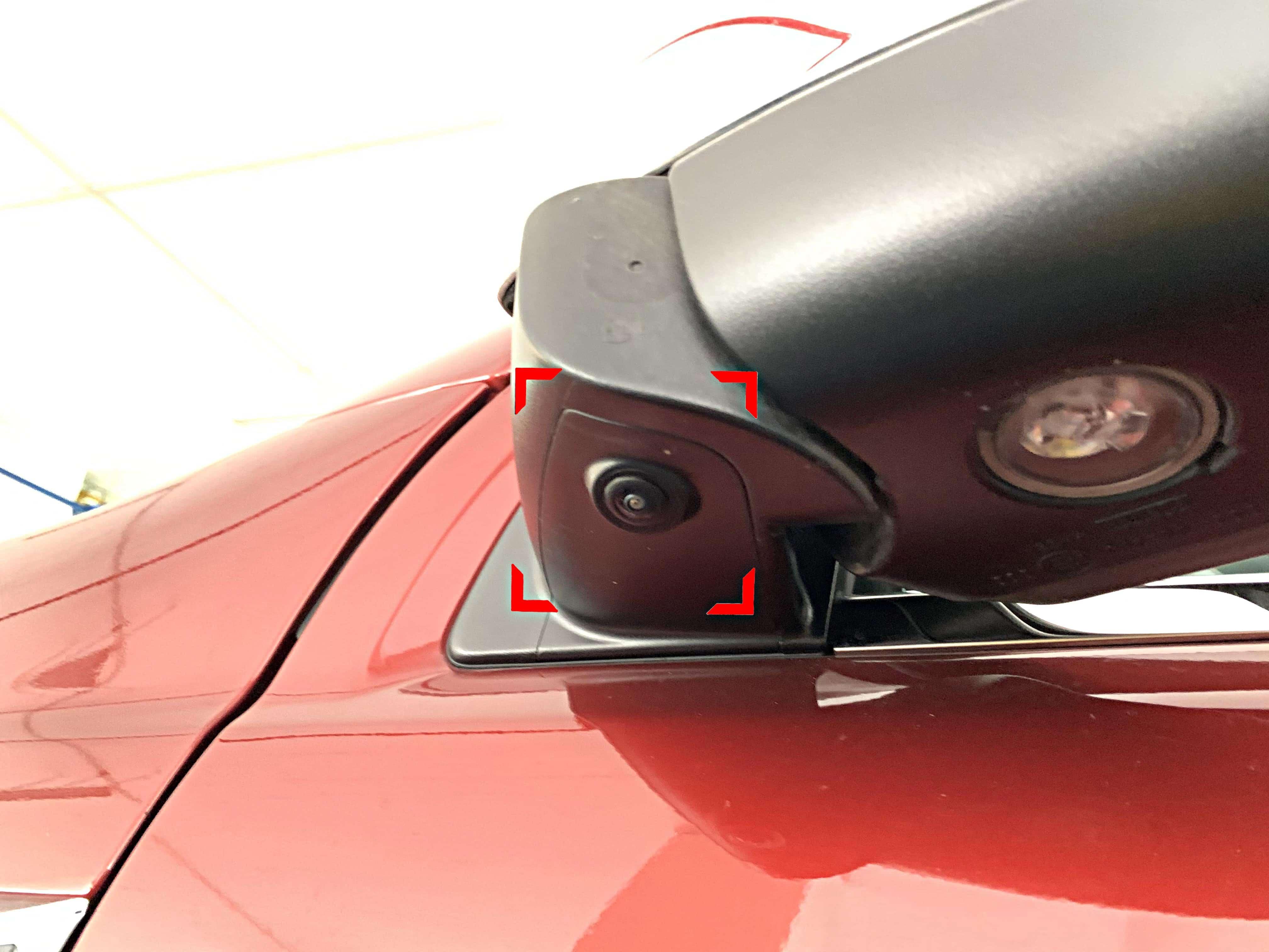 Lắp đặt 2 mắt Camera sườn ở hai bên.