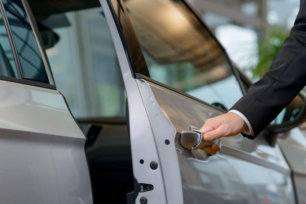 cửa hít tự động xe Toyota