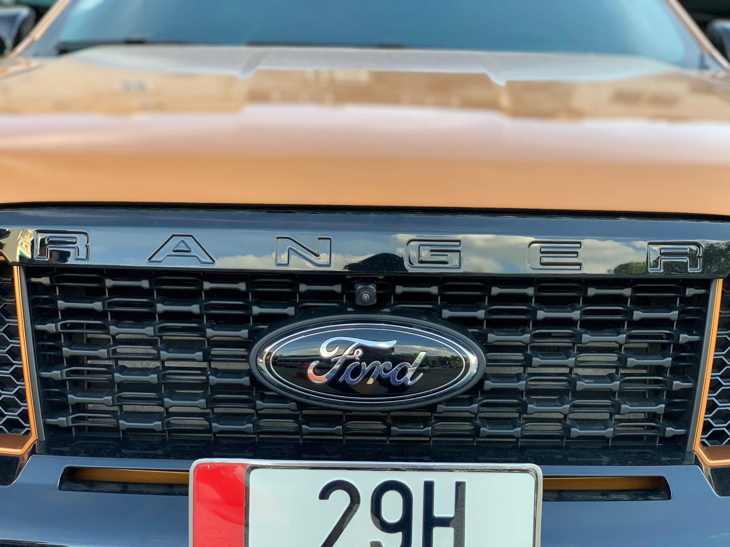 camera-full-side-xe-Ford
